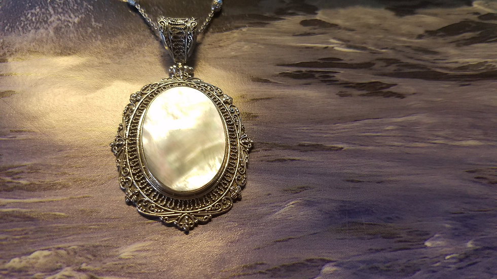Mother of pearl pendant and chain