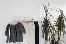 Vêtements sur une grille