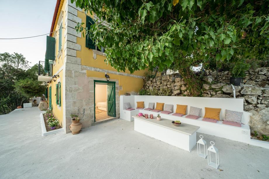 Logara residence 13