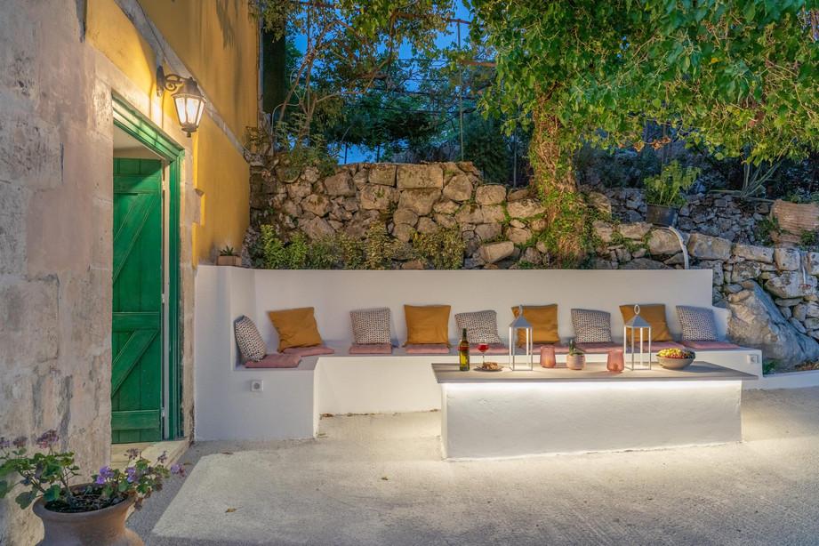 Logara residence 9