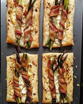Bacon + Asparagus + Feta Tart 💕 who wan