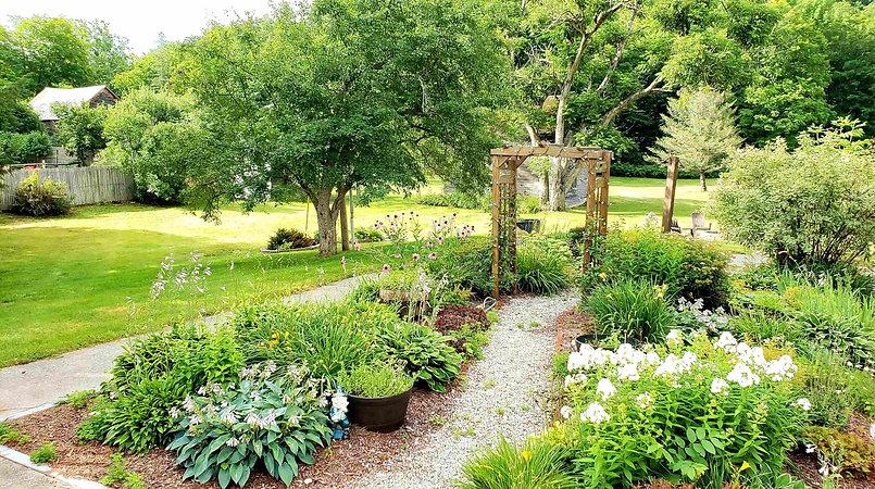 Fullerton Inn Gardens-min.jpg