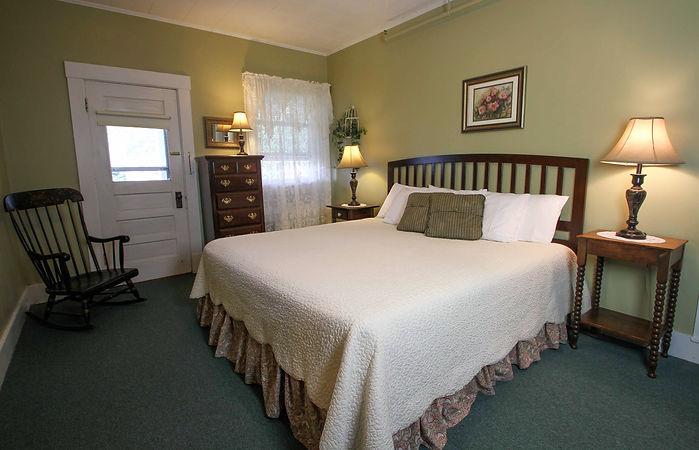 Fullerton Inn Porch King Suite Room 10.j