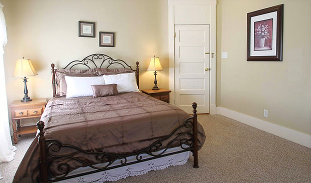 Room 28 Fullerton Inn.jpg