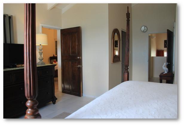 Villa Velaire Oceanfront facing bedroom
