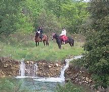 Balade à cheval avec cheval de main