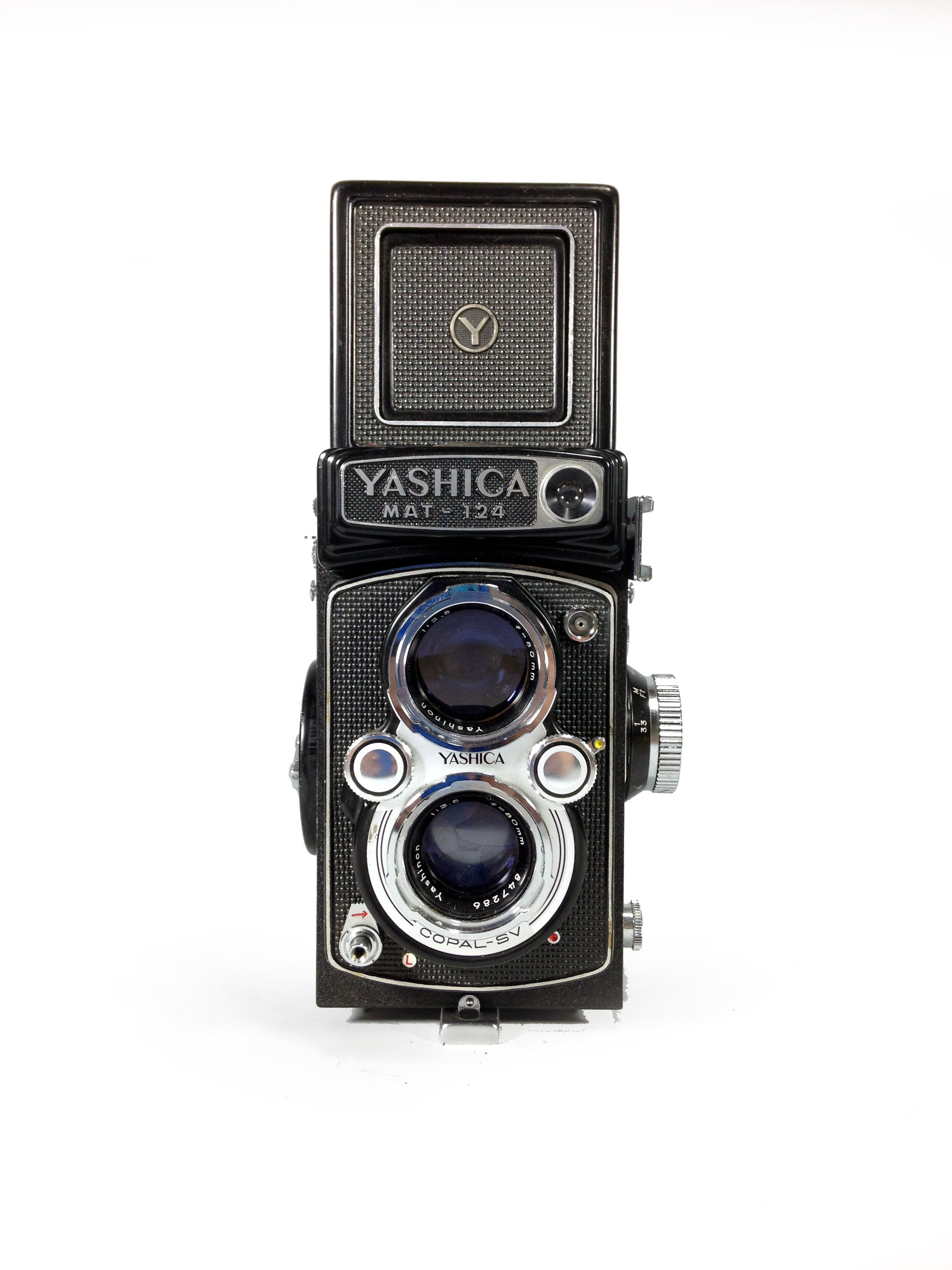 Yashica MAT 124 front