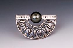 argent-platinum,diamond,_tahitian_pearl__brooch