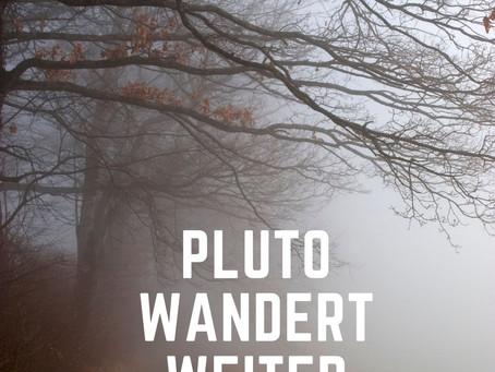 Pluto wartet...und wandert gemächlich vorwärts