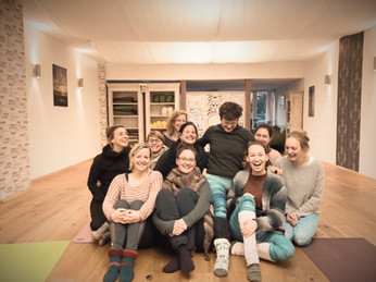 YOM Yogaschule Münsterland Yogalehrerausbildung - Gemeinsam in Freude lernen und feiern