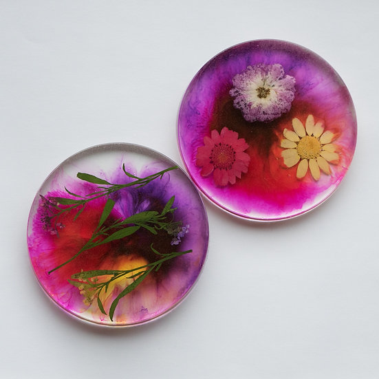 Resin coasters with real flowers, variations