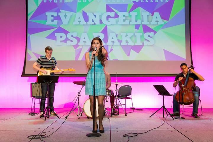 Playing with Evangelia Psarakis