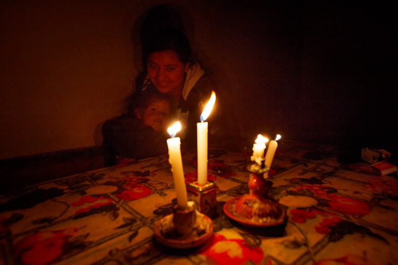 Peters daughters use candel light as the only light source in the mountains.