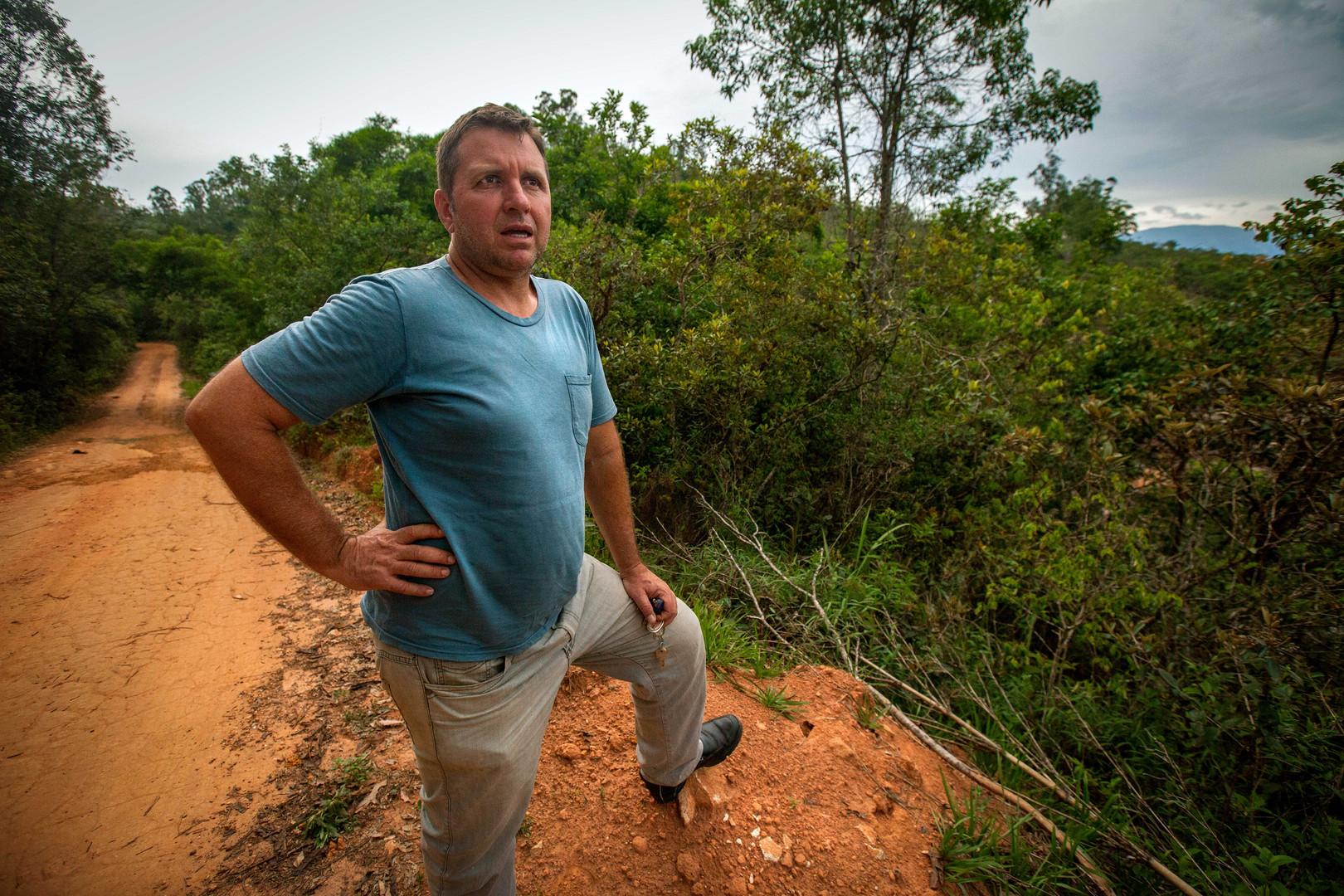 Mariana-Brazil-Mudslides-Man-Talking.jpg