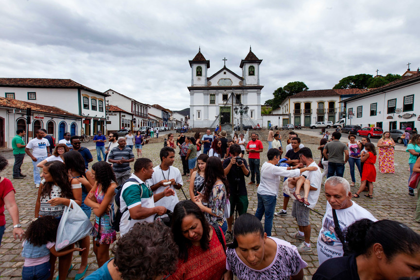 Um Minuto De Sirene (A minute of Sirens) is the protest movement created by the people affected by the disaster. The day the dam broke, no siren was alarmed for the civilians even amidst such an emergency.      Here, people gather at the Praça Da Sé (main plaza) Mariana, January 2016.   Mariana, Minas Gerais, BR.