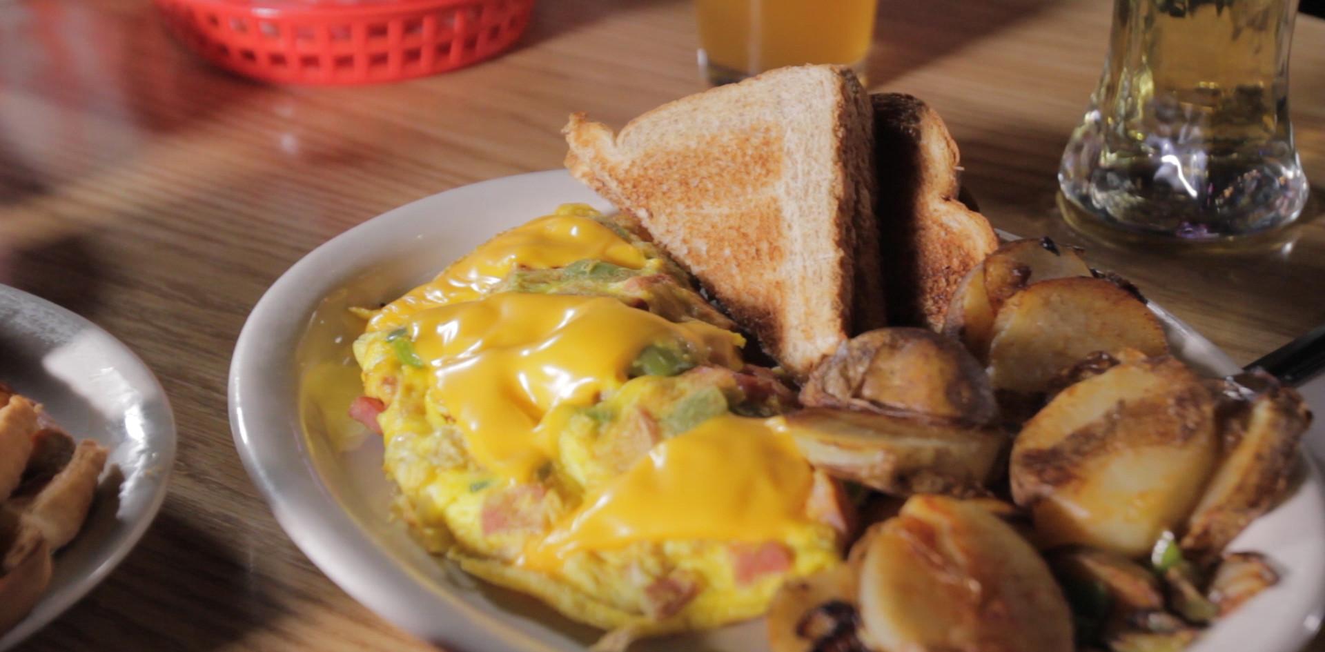 CU pan western omelette.MOV.00_00_29_12.