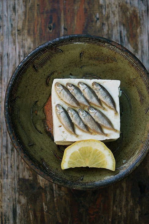 Sukugarasu: Tofu topped with salted baby fish