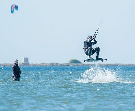 how-to-jump-kiteboarding-course-advance-basic-freestyle-kitesurf-lesson-duotone-cabrinha-Lo-Stagnone