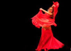 Orientalisk dans med slöja, magdansshow