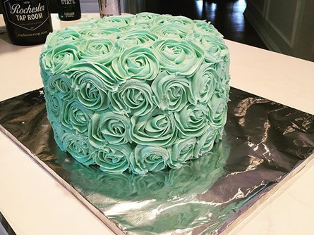 So much cake, so little time.  #roses #c