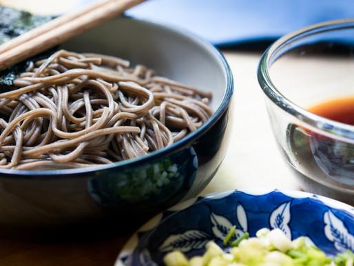 NOUILLES DE SOBA FROIDES - RECETTE JAPONAISE RAFRAÎCHISSANTE, FACILE ET RAPIDE