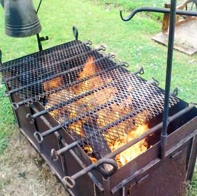 Chuck wagon Moose Creek BBQ & Grill