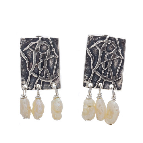 Bandera Earrings with pearls