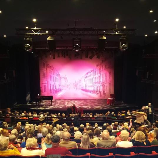 Queen's Theatre Hornchurch