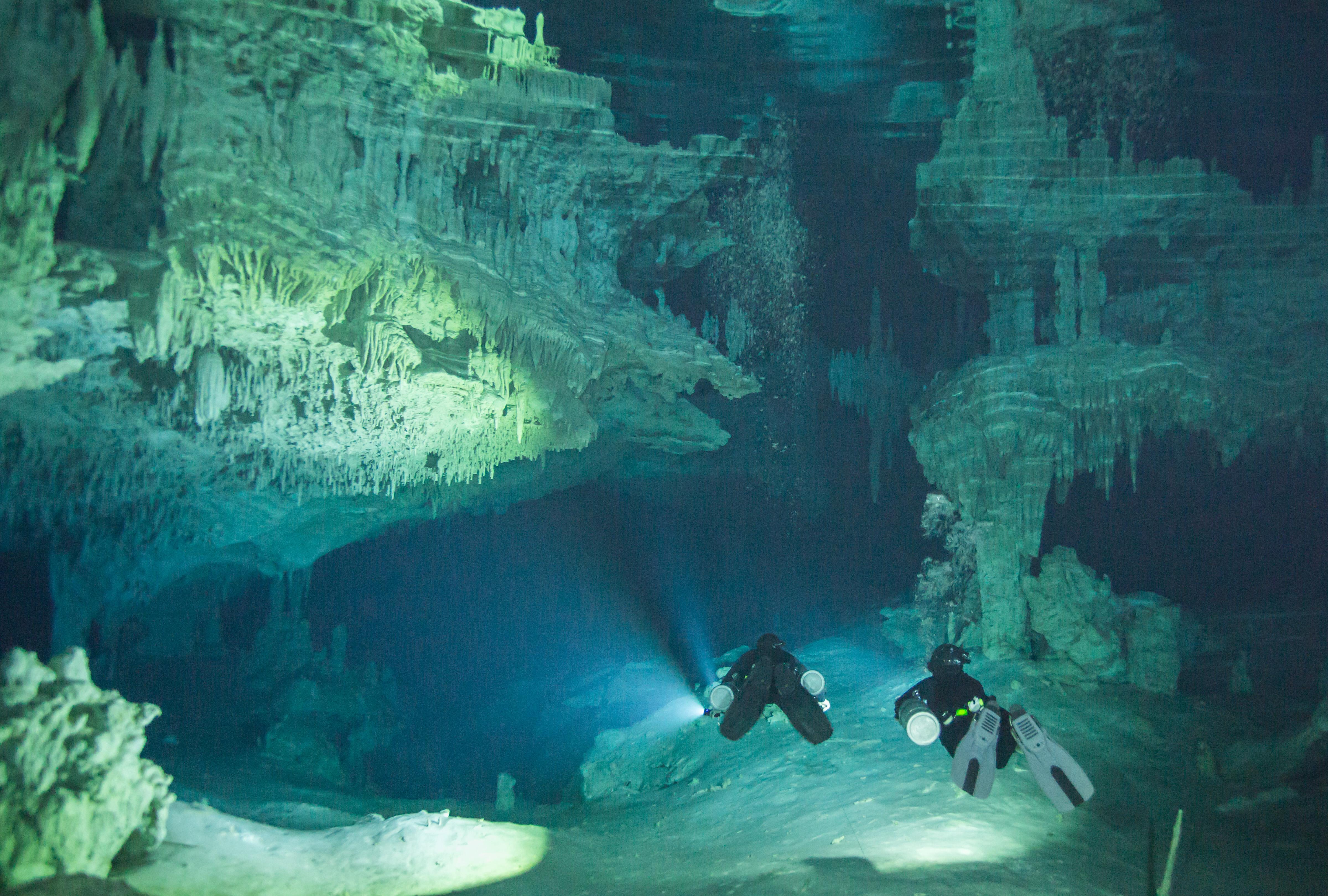 cave diving sidemount