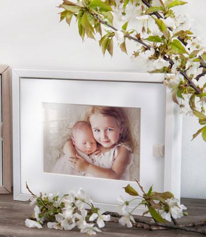 Sample image of glass display folio box from Graphi Studio, photo courtesy of Graphi Studio.