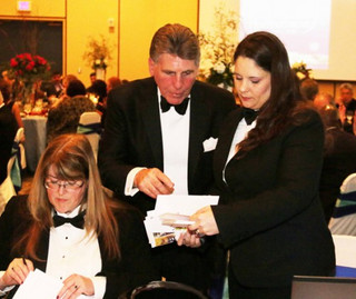dan-stall-charity-auctioneer-0181-500x42