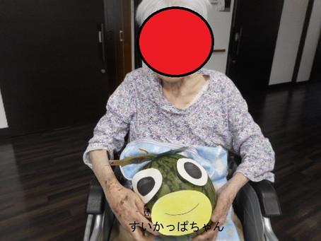 夏はやっぱりスイカ割り!~介護付有料老人ホーム麻姑の離宮西大寺~