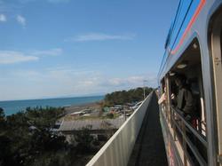 潮風を感じる鉄道の旅
