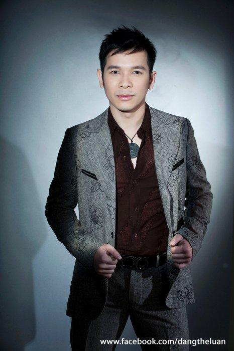 Dang The Luan, Singer