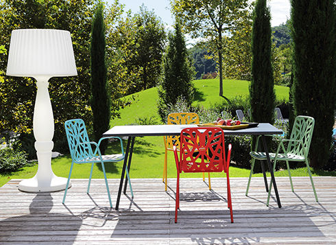 RD Italia's European design is Minimalistic and lovely… A wonderful source for fun, contemporary outdoor seating, tables and shade products. Manufactured in Italy and double-galvanized with Ani-Rust Sheild for durability, RD Italia is available for quick-ship and at a great price point.