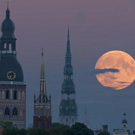 21 Fotos incríveis da lua de viajantes pelo mundo
