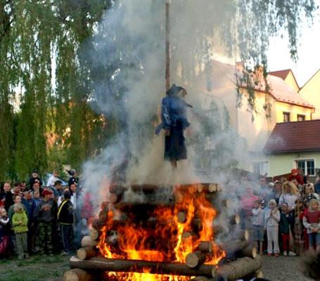 República Checa: A queima das bruxas.