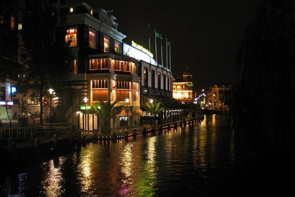 Canal em Amsterdam - Holanda