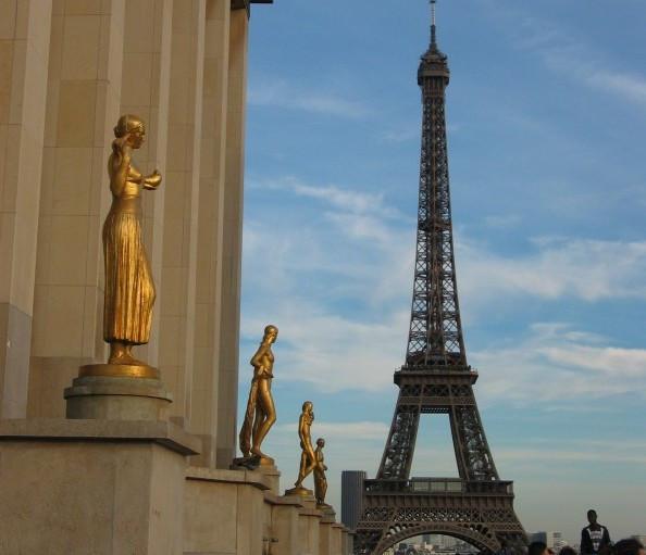 Torre Eiffel - A Grande Dama - Vista vindo da Estação de Metrô Trocadero