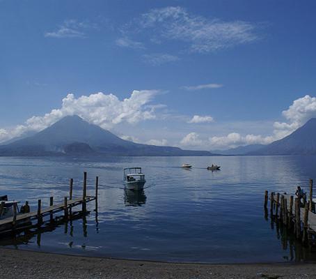 Lago Atitlán na Guatemala, uma paisagem sem igual.