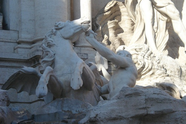 fontana-di-trevi-roma-italia-detalhe