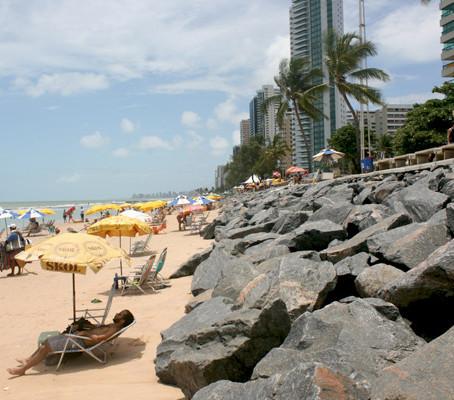 Serviço de cadeira e guarda-sol no Recife
