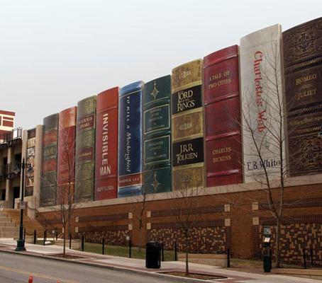 Uma fachada de prédio diferente no Kansas.