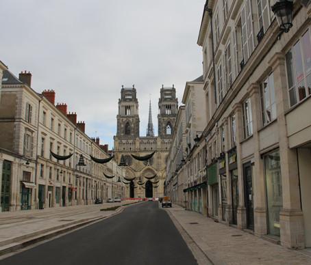 Uma parada em Orléans rumo a Paris.