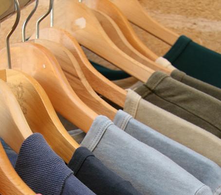 Dicas de roupas para viagens longas de avião.