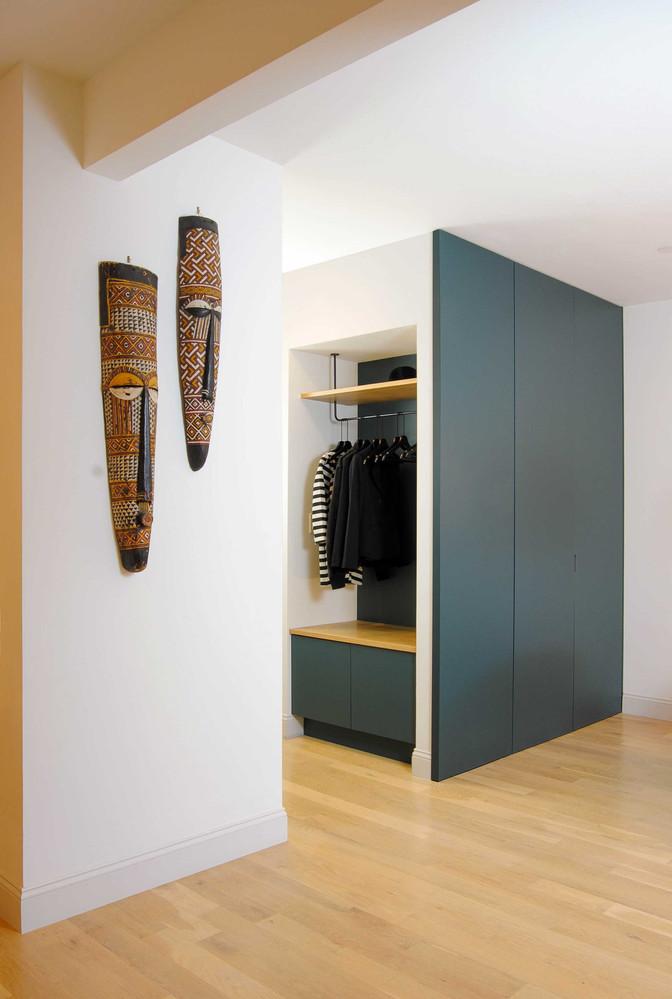 664-apartment-interior-entry-millwork.jp
