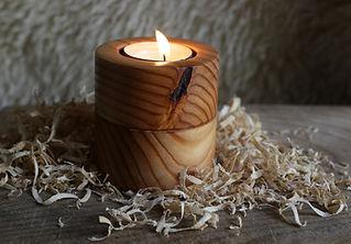 świecznik wytoczony z modrzewia, prezent oryginalny
