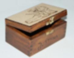 szkatułka_ręcznie_handmade_pirografia_na_zamówienie_aniołek_prezent.jpg