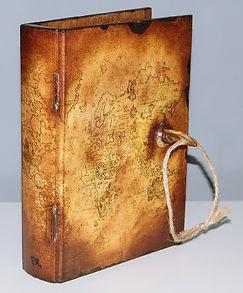 pudełko_książka_na zamek, kluczyk mapa_świata_decoupage_na_zamówienie_prezent_urodziny.jpg