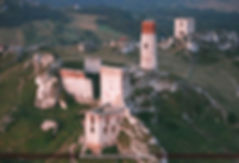 Ruiny zamku w Olsztynie koło Częstochowy. Zamek królewski, szlak orlich gniazd, Polska, szklana śnieżna kula, sztuczny śnieg, pamiątka z Jury